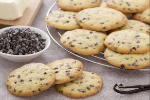 I biscotti esse sono deliziosi e friabili biscotti fatti con una pasta frolla montata e intinti per metà nel cioccolato fondente.