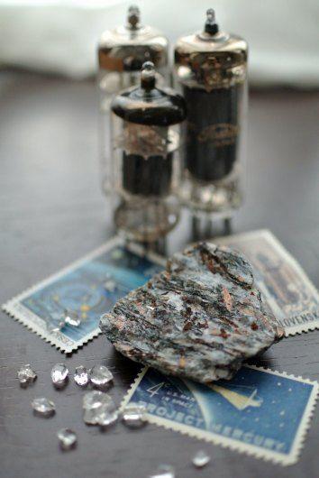 星葉石(astropylite) Khibny、Kola,Murumansk,Russia 珪酸塩鉱物 三斜晶系 (K,Na)3(Fe,Mn)7Ti2(Si4O12)2O2(OH)5 博物館・科学館・美術館 : 時計草の庭通信