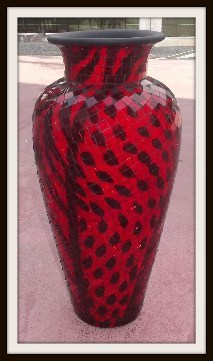 Vaso indonesiano in ceramica, terra cotta e mosaico di vetro!!Realizzato e lavorato a mano!!Rendi il tuo arredamento etnico veramente esclusivo!!!importato direttamente.Misure:Alto cm 60Largo cm 30 circa.