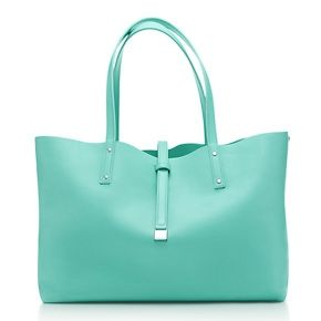 Reversible tote in smooth leather. More colours available. Tiffany blue