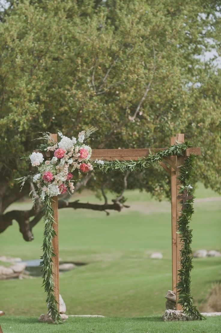 Les 25 meilleures id es concernant tonnelles de mariage for Arc de jardin en bois