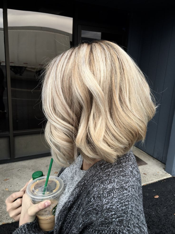 This was done on my hair last week by the wonderful Catalina Radu. Healthy blonde redken wella bumble and bumble catradubeauty wavy highlights platinum hair a-line Blonde gray balayage roots untouched bob a line progress short hair cool mixed with warm blonde