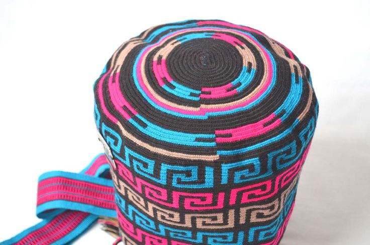 MOCHILA WAYUU - Medium-Sized Shoulder Bag. Created with acrylic colored cotton threads by a woman from the Wayuu Tribe. Design is typical of this ethnic group. www.colombiart.co