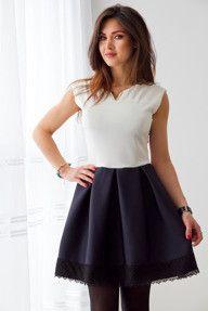Ecru-granatowa sukienka z pianki