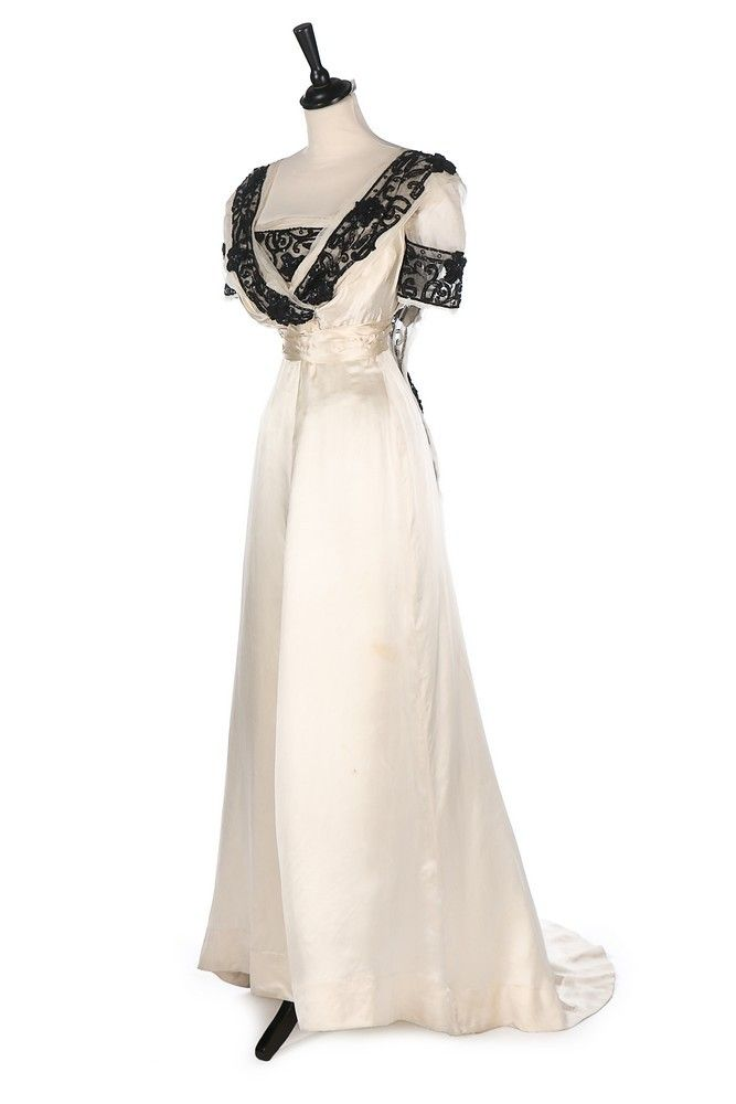 Evening dress ca. 1912 From Kerry Taylor Auctions