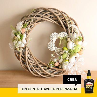 Foto: Pasqua è alle porte, avete già pensato al vostro centrotavola? Per realizzare questa decorazione basta usare una ghirlanda intrecciata, uova decorate, nastri e merletti!
