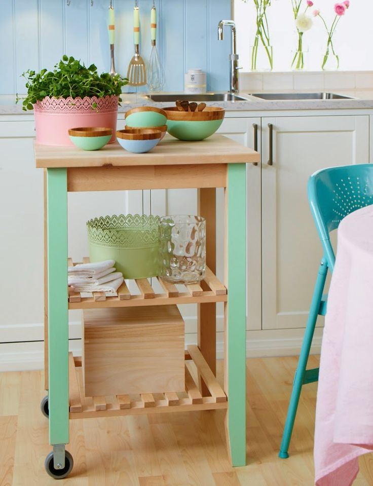 Sanna & Sania: Paint the legs of your IKEA rolling table for an easy spring DIY!