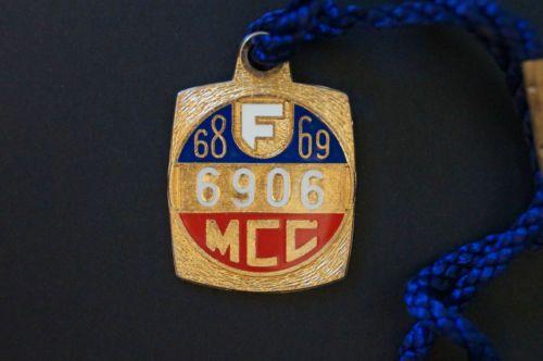 Cricket-Vintage-1968-MCC-Melbourne-Cricket-Club-Members-Badge-w-Cord