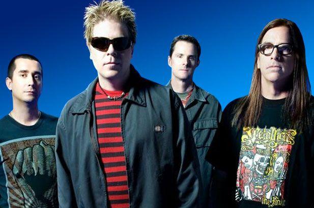 The Offspring vende su catálogo de Columbia por $35 millones de dólares . The Offspring fue una de las bandas que junto con Green Day y Rancid catapultaron  el punk durante los años 90, su gran disco Smash el cual vio la luz a través del sello independiente Epitaph Records en el año 94 vendio más de 11 millones de copias a nivel mundial y convirtiéndose así durante varios años en el disco independiente más vendido de la historia.