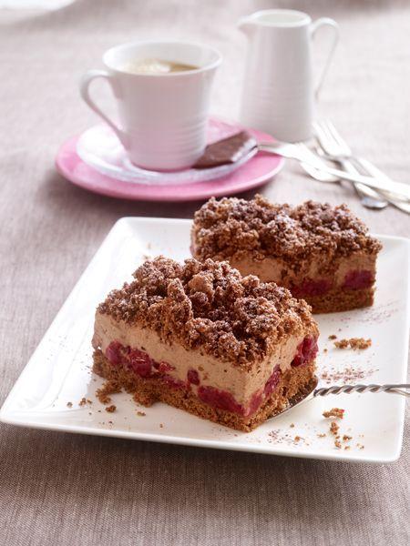 Unsere neueste Entdeckung auf der Kuchentafel: ein himmlischer Schoko-Kirsch-Kuchen vom Blech. Schoko-Schoko-Kirsch - unser liebstes