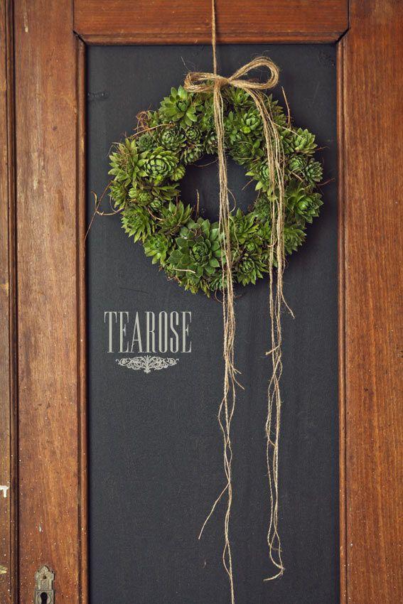 Őszi koszorú kövirózsával   autumn wreath with stonecrop