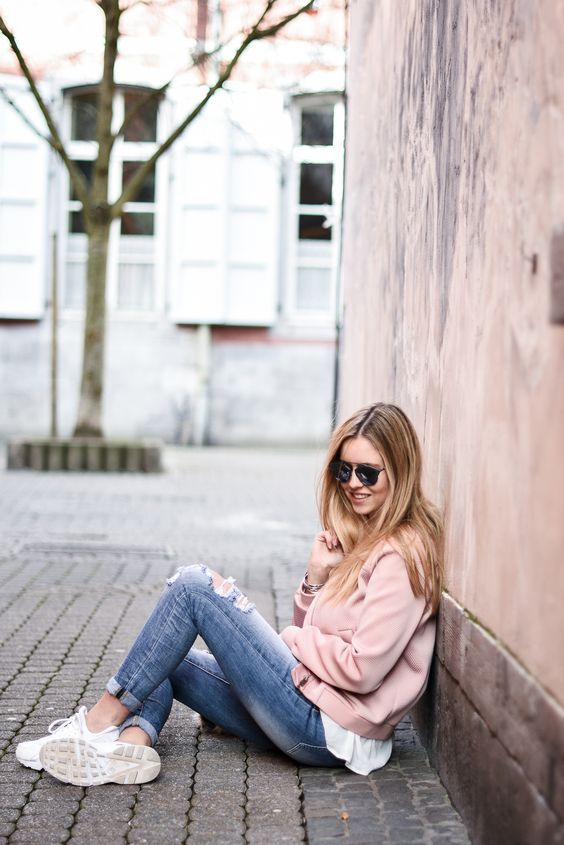 Pink bomber. Perfect streetstyle.