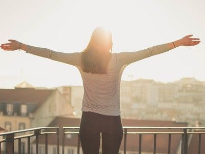 Snak jij naar rust, maar slaag je er in alle drukte niet meer in om echt te ontspannen? Deze oefeningen kunnen je helpen om je stressniveau ...