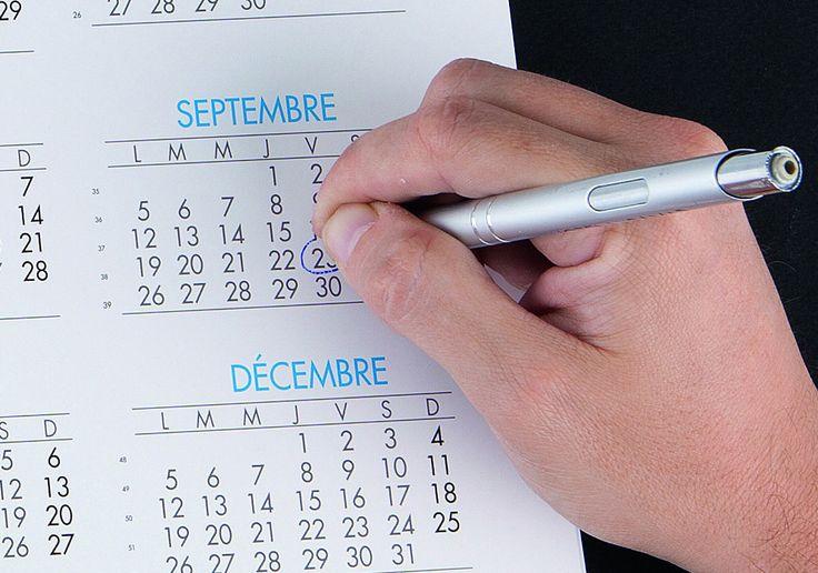 """Quante volte ti è capitato di parlare al telefono e di non avere un calendario sottomano?  Il calendario """"sottomano"""" è soluzione giusta, pratica e veloce che fa per te! Tieni il tempo."""
