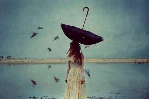mujer-con-paraguas
