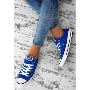 Brighten up your feet with these classic Converse All Stars! These blue Converse trainers feature branding on the back and a rubber capped toe. Team with skinny jeans and a tee for a casual daytime...