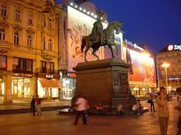 statua che rappresenta il conte
