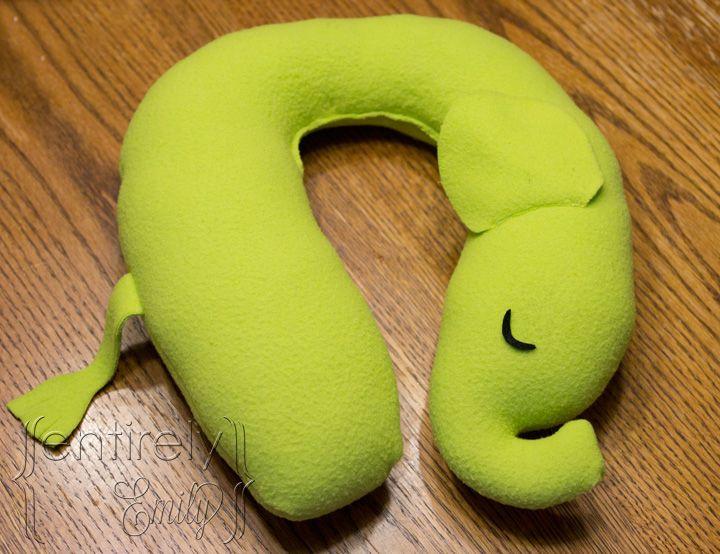 Entirely Emily: K's Elephant Travel Pillow - Free pattern and step by step Photo tutorial - Bildanleitung und gratis Schnittvorlage