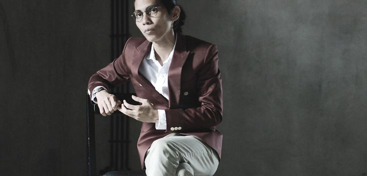 The man behind Cahaya Dari Timur and Filosofi Kopi, Angga Sasongko. In this interview he will talk about the struggle behind the production of his movie and we will take closer to his personal life. Read More: http://www.localbrand.co.id/post/angga-sasongko
