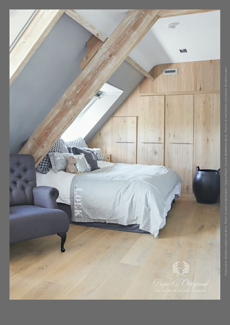 Nice bedroom for boys. Here is used Classico ChalkPaint in the color Barbedos Blue and Silk White on the ceiling. Photo: S. van Hoven. Location: StylExclusief. Paint... Pure & Original.