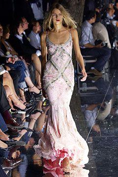 Deze jurk mag mee in de koffer als je op huwelijksreis gaat. Toch? Van Dolce and Gabbana