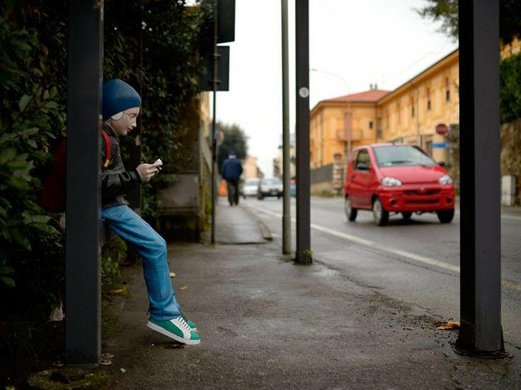 A Pietrasanta based artist, Giovanni Da Monreale, installs a sculpture and donates it to the city