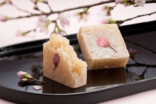 Kintsuba is a japanese style confection. This is special Kintsuba made with white azuki bean, agar, sugar, salt and a petal of Sakura.