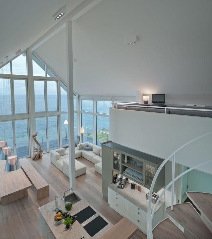 wohnzimmer loft mit galerie innenarchitektur designhaus mommsen von baufritz hausbaudirekt. Black Bedroom Furniture Sets. Home Design Ideas