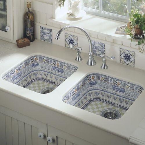 blue delft kitchen sink & tile back splash / The blue reminds me some dishes mom once had ~ :)