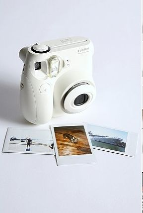 this InstaMax camera brings back the Polaroid but in a smaller size!