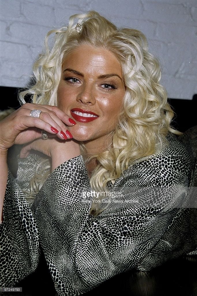 Anna Nicole Smith backstage at the Lane Bryant plus size ...