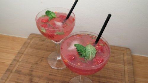 Liefdescocktail: prosecco met wodka, munt en frambozen