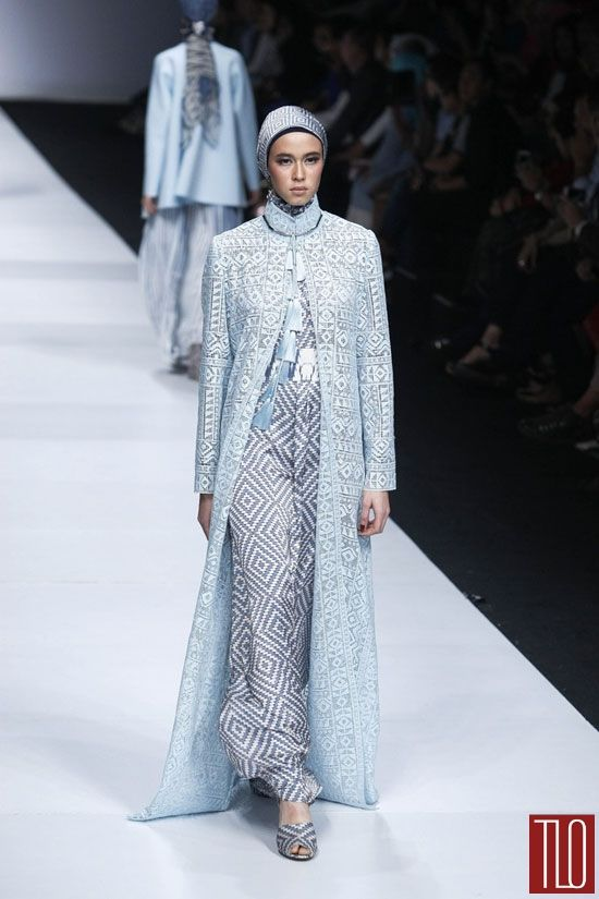 Jakarta-Fashion-Week-2015-Runway-Itang-Yunasz-Tom-Lorenzo-Site-TLO-(6)