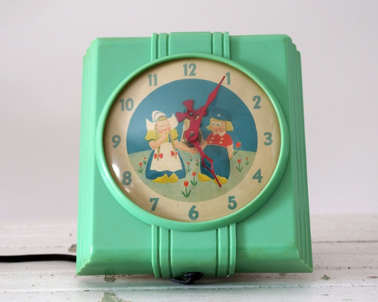 Vintage Kitchen Clock 1930s Dutch Boy And Girl Jadite