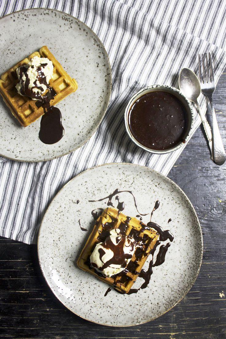 Belgiske vafler med is og chokolade // Belgian waffles