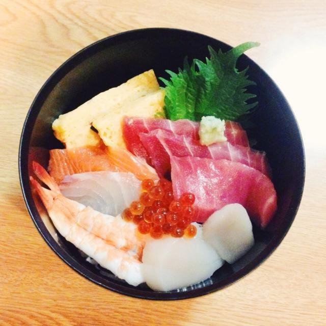 さばいてある寿司ネタを買ってきたので盛り付けただけ(^^;; - 67件のもぐもぐ - 海鮮丼 by hitopipi