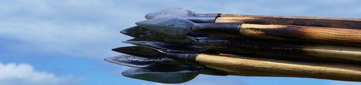 Alésia: Musée archéologique, bataille Alésia,  Bourgogne. - Les vestiges de la ville gauloise et de la ville galo-romaine sont maintenant en grande partie dégagés. Les objets mis au jour sont exposés au musée d'Alise-Ste-Reine, sur les pentes de la colline, et au Musé des Antiquités nationales de St-Germain en Laye.