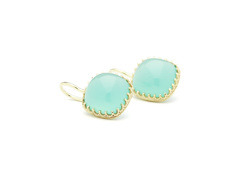 Earrings 14 carat yellow gold with chalcedony