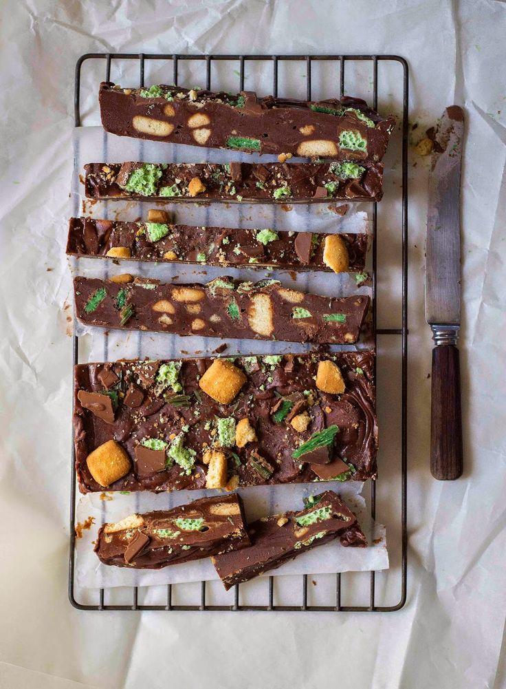 The Kate Tin: Chocolate peppermint crisp fridge cake