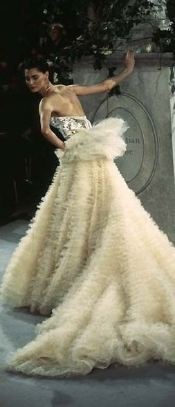 www.dior.com, Christian Dior, Bridal Collection, bride, bridal, wedding, noiva, عروس, زفاف, novia, sposa, כלה, abiti da sposa, vestidos de novia, vestidos de noiva, boda, casemento, mariage, matrimonio, wedding dress, wedding gown