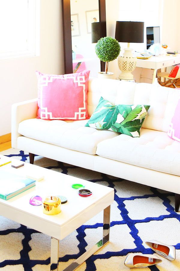 Colorful living room | theglitterguide.com