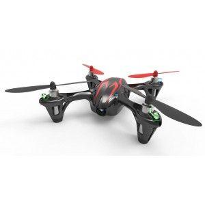 Hubsan X4 er en af markedets bedste Quadcoptere, og leveres nu med kamera. Denne quadcopter er noget af det nemmeste at flyve med, lige fra begynderniveau til de mere professionelle piloter. Genial at flyve med. Er i stand til at lave flips højre, venstre, frem og bag. Den leveres i 3 forskellige farver: Rød med sølvstriber, Sort med røde striber og sort med grønne striber. Samme gode flyveegenskaber som Hubsan X4, men nu med indbygget kamera.