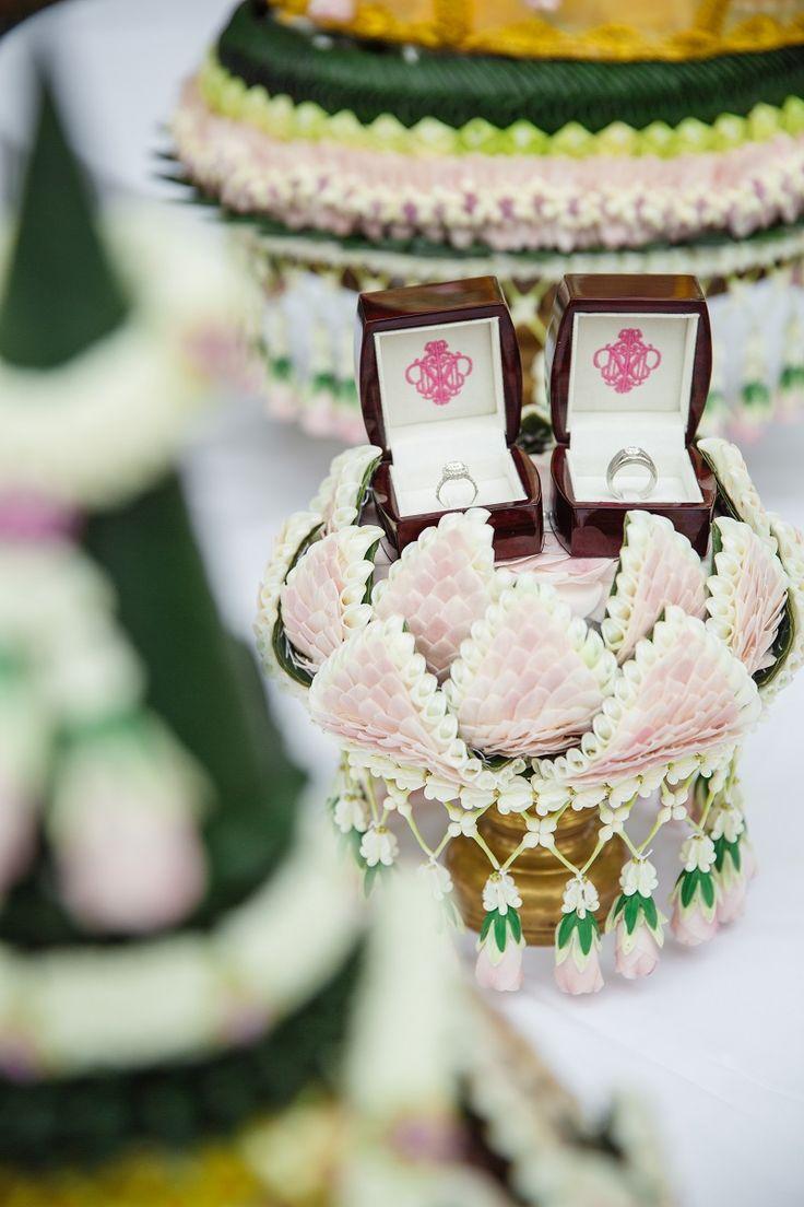 Thai wedding งานแต่งแบบไทย สีชมพู พีช และ งานเลี้ยงค่ำ ธีม Rustic Garden สวน ดอกซากุระ เพิ่มความหอมหวานด้วย ของชำร่วย น้ำตาลกรวด   อ่านต่อ sodazzling.com   sodazzling.com   #thai_wedding_ceremony