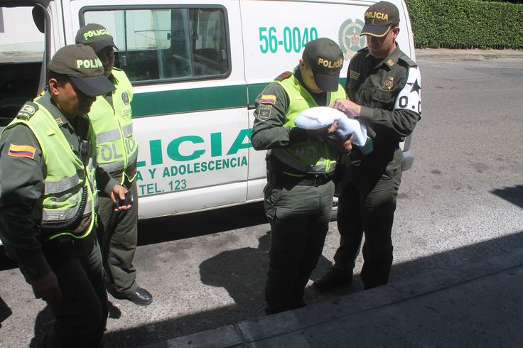 En #Cúcuta   abandonado e indefenso, un bebé recién nacido en andén del barrio 'Los Acacios'. Una llamada alertó al cuadrante.