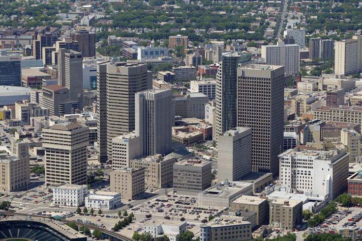 Downtown Winnipeg    July 3, 2012  (BORIS MINKEVICH / WINNIPEG FREE PRESS)