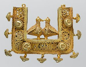 Pendant, 11th–12th century  Probably Iran  Gold sheet, wire, granulation, and filigree