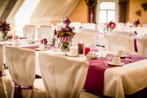 Hochzeitsdeko und Tischdekoration in Flieder - Lila - Beere http://www.dashochzeitshaus.de/referenzen/impressionen/hochzeit-in-nuernberg-im-schindlerhof/
