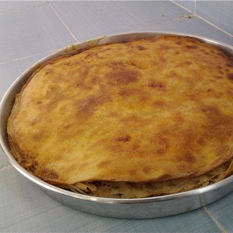 Sivas mutfağı - sirok - gomme - Sirok ya da diğer adıyla gömme, hamurlu bir yiyecektir. Hazırlanan hamur fırında üzeri gevrek olana kadar pişirilir, ardından sert üst kısmı kesilir. Hamurun içi ufalanır, üst kısmı kare şeklinde kesilir. Üzerine tereyağı, kenarlarına ayran dökülür ve lezzet festivali yaşatır.