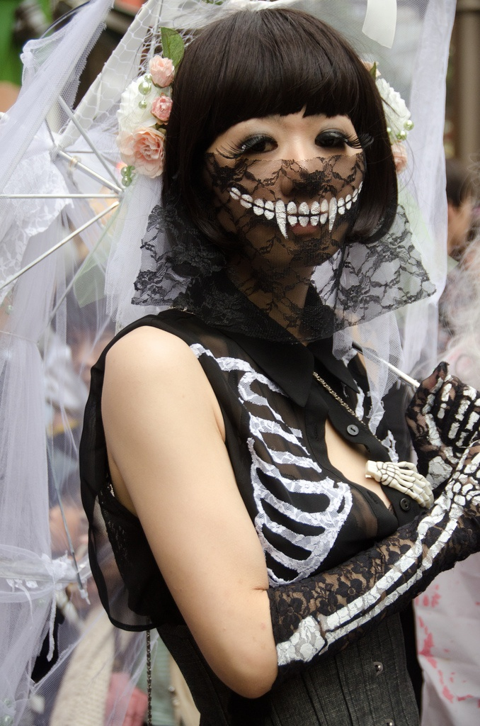 Halloween in JAPAN ~ Cool. The skelly without all the painting.