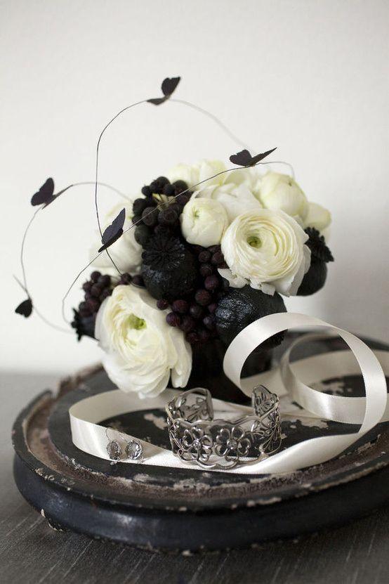 31 beautiful halloween wedding centerpieces of 30 photos - Halloween Wedding Centerpieces